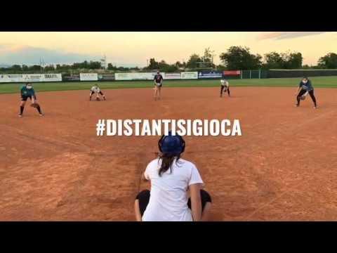 #DistantiSiGioca