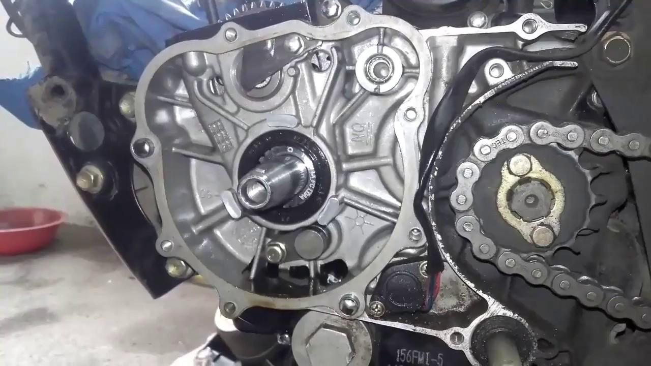 5dc78efc5e4 Cambio del piñon de arbol de levas de una moto 125cc - YouTube