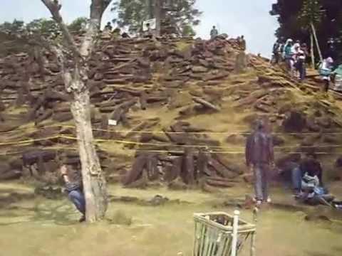situs megalith gunung padang cianjur
