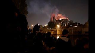 Feuer: Notre-Dame in Paris brennt