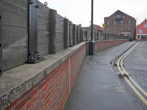 Glass Flood Barrier in Wells by Flood Control International