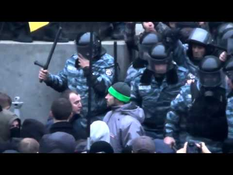 Драка  Евромайдан  Киев  Оппозиция против Беркута  Fight  Euromaydan  Kiev HD