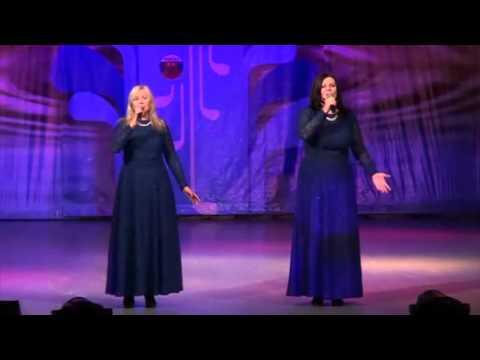 Слушать онлайн Татьяна Богданова и Ирина Белобородова - А закаты алые в mp3
