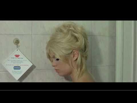 Melanie Pain La Cigarette Video