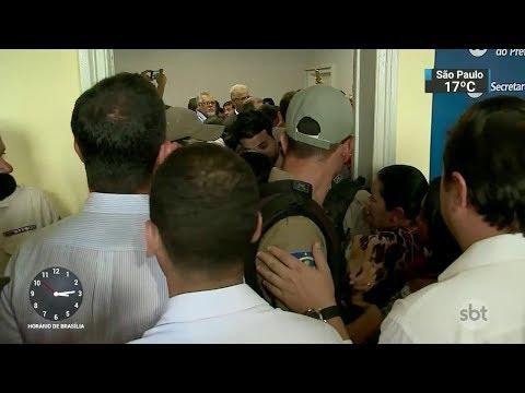 Posse de novo prefeito termina em confusão em Pernambuco | SBT Notícias (28/09/17)