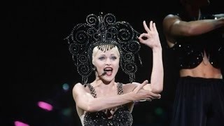 "MADONNA ""Vogue"" [The Girlie Show Tour]"