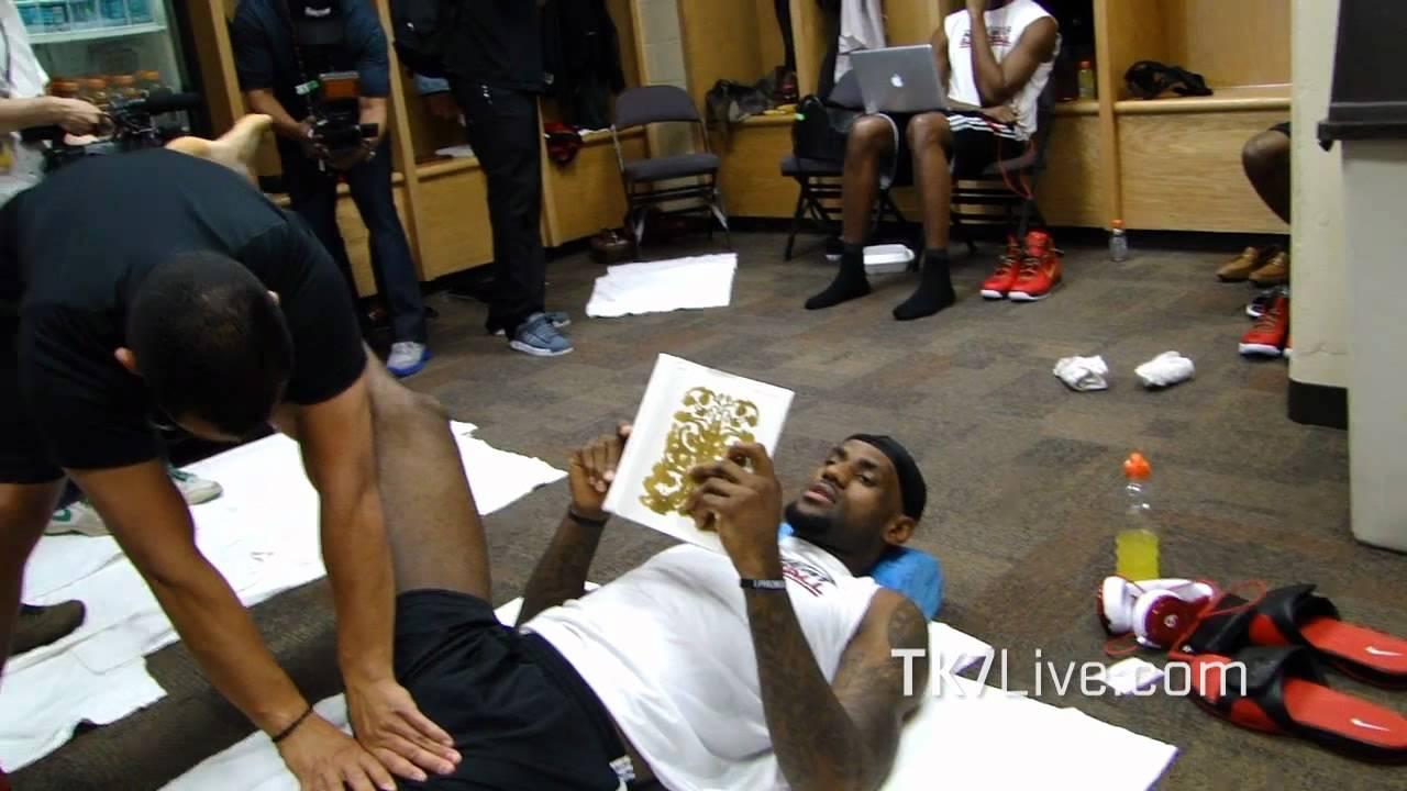 LeBRON JAMES READING BOOK PRE GAME 1 NBA FINALS 2012 - YouTube
