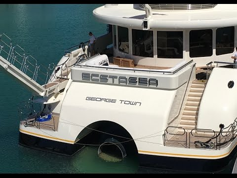 Superyacht: MY Ecstasea leaving Marina in Bahamas