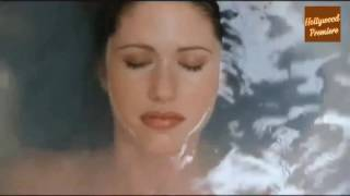 Shannon Elizabeth Attacked By Snowman In The Bath