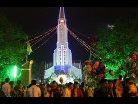 Hàng Triệu Người Việt Nam đổ Ra đường đón Giáng Sinh