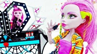 МОНСТР ХАЙ куклы:РАСПАКОВКА трюмо.Видео для девочек. Дракулаура и покупки в магазине
