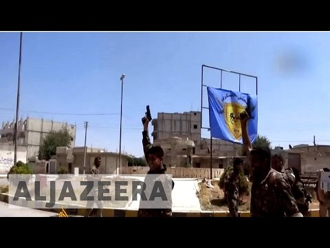 Syria's war: Manbij residents celebrate freedom from ISIL