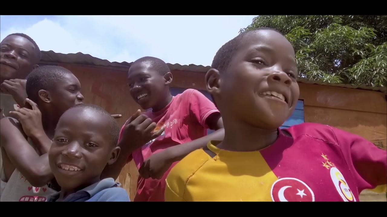 Download Apen's Enfant d'Afrique, Clip Officiel (Réalisé par Skaay Pictures )