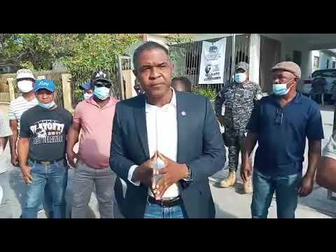 Dirigentes del PRM en Bahoruco acuden a gobernación; exigen empleos para las bases