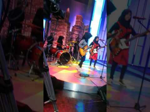 VoB - Guerrilla Radio (RATM cover ) - Live At Hitam Putih Trans7 - Soundcheck