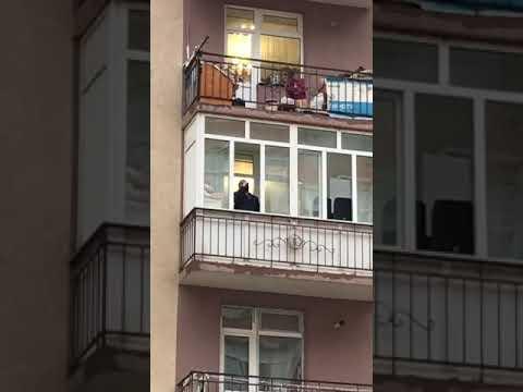 ХАДИС САБИЕВ на балконе