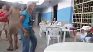 Сексуальный танец латинской старушки ))))))))) Anciana latina bailando sexy ))))))))