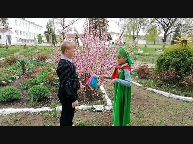 """Изображение предпросмотра прочтения – «Клуб любителей книги """"АБВГД-ейка""""» читают произведение «Весна» И.П.Токмаковой"""