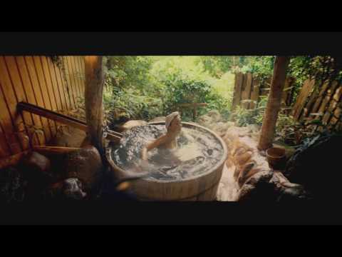 Swimming in Sync - Japanese Hot Springs  シンフロ 在浴池中水中芭蕾