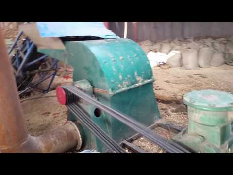 Powerful hammer mill corn cob grinding machine