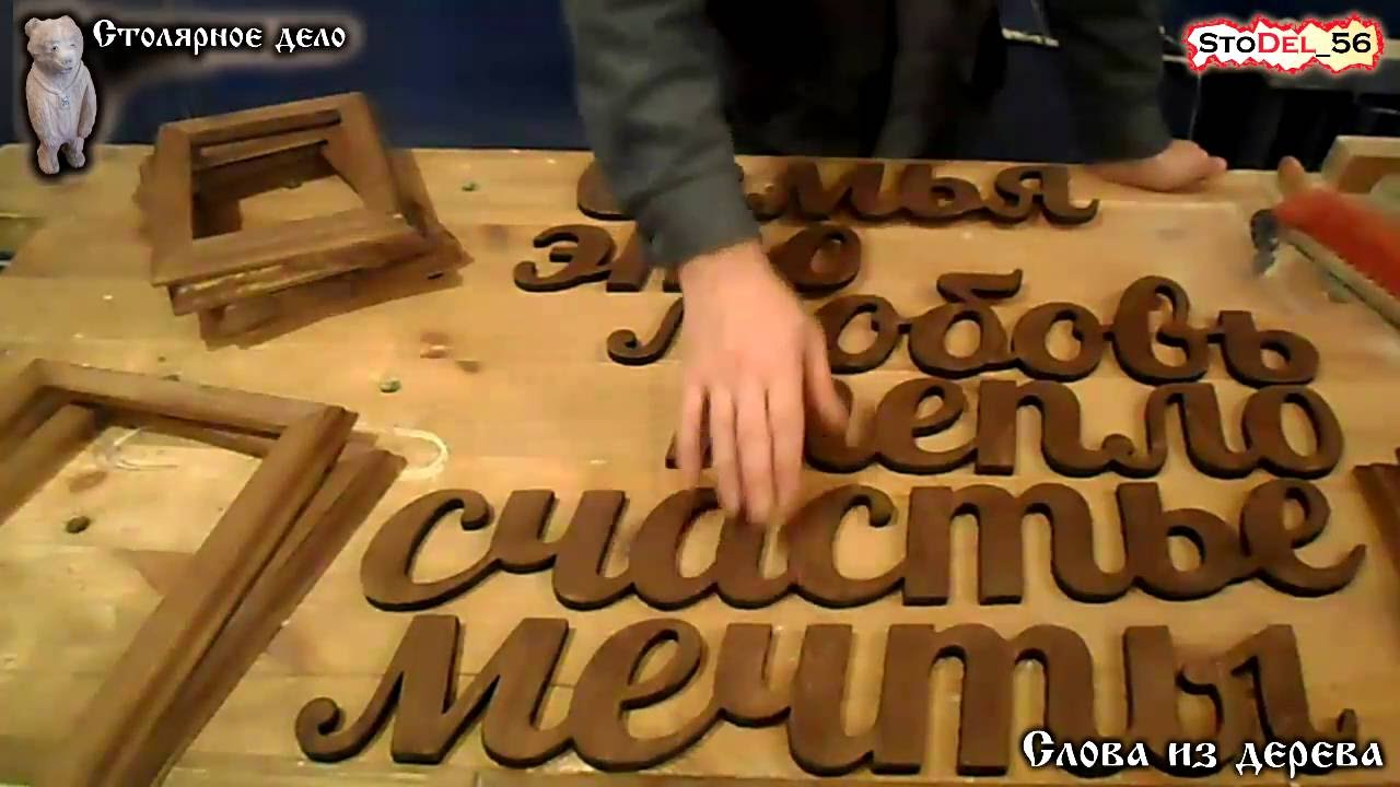 Красивый откидной столик для винного погреба из металла .
