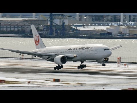 Plane Spotting in Snow - Tokyo Haneda Airport : JAL, ANA, Skymark, StarFlyer, etc.: 2014年2月8日、東京は20年ぶりに積雪が20cmを超える大雪となった。羽田空港では積雪のため、離発着便の欠航が相次いだ。翌日の2月9日は天候が回復。まだ雪の残る中、羽田空港では旅客機の運航が再開された。  収録エアライン: 日本航空, 全日空, スカイマーク, スターフライヤー, 大韓航空, アシアナ航空, 中国国際航空, チャイナ・エアライン, エバー航空  On February 8, 2014, it was a heavy snow more than 20cm in Tokyo after an interval of 20 years. A much arrival and departure service was canceled for the snow in Haneda Airport. It cleared up the next day on February 9. The navigation of the passenger plane was reopened in Haneda Airport while the snow was still left.  Airline: JAL, ANA, Skymark, StarFlyer, Korean Air, Asiana Airlines, Air China, China Airlines, Eva Air   [j-sky on YouTube] Airport and Airliner's Beautiful Video Movie 旅客機や空港の美しく楽しい動画をたくさん公開中 http://www.youtube.com/user/THoshizawa [Please Subscribe!] ぜひチャンネル登録して下さい http://www.youtube.com/subscription_center?add_user=THoshizawa [j-sky Homepage] j-skyのホームページでは、撮影地や撮影機材を紹介しています http://www.j-sky-film.net [facebook] https://www.facebook.com/t.hoshizawa