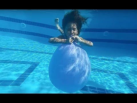 HAVUZDA DEV BALONLAR, turuncu kırmızı pembe mavi su içinde çok güzeller, eğlenceli çocuk videosu