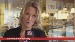 Antoinette Hertsenberg (SBS Shownieuws-late editie - Uitreiking Loden Leeuw 2011 - 9 Januari 2012)