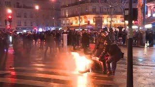 شاهد: ليل السترات الصفراء كنهارهم... مظاهرات واشتباكات وسط باريس…