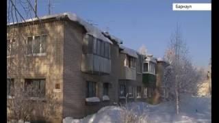 Дождь среди зимы. В одном из домов Центрального района Барнаула протекает крыша(, 2017-02-03T03:00:19.000Z)