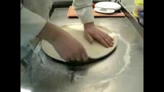 Как правильно раскатать тесто для пиццы