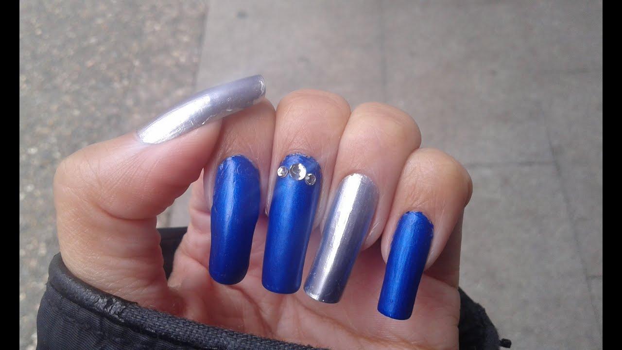 Manicura Sencilla En Azul Mate Y Plateado Efecto Espejo En Uñas Largas Naturales