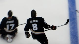 Selanne during pre-game warm-up at the Coyotes @ Ducks hockey game