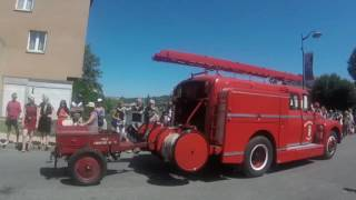 DEFILE VEHICULES ANCIENS POMPIERS -