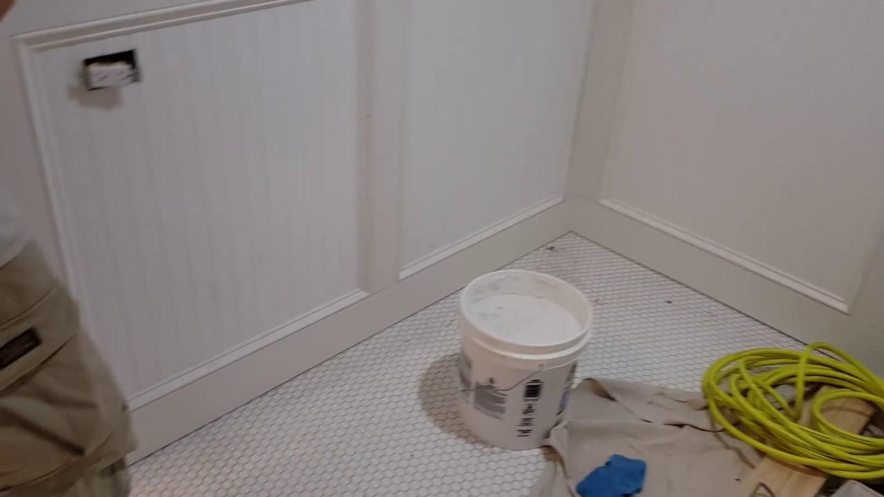 Como instalar revestimientos de madera en paredes youtube - Aplicacion de microcemento en paredes ...