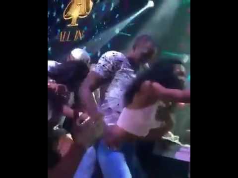 Usein Bolt savoure ses médailles en boîte dans une danse hyper chaude