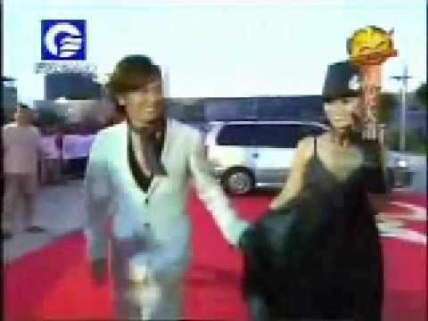Ruby Lin & Alec Su - Walking red carpet hand in hand - YouTube