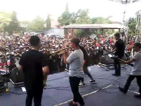 Skalianska-kuda kudaan live at horrorshow 2017 sumedang