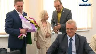 Иван Белозерцев поздравил ветерана здравоохранения Дину Гриль со 100-летием