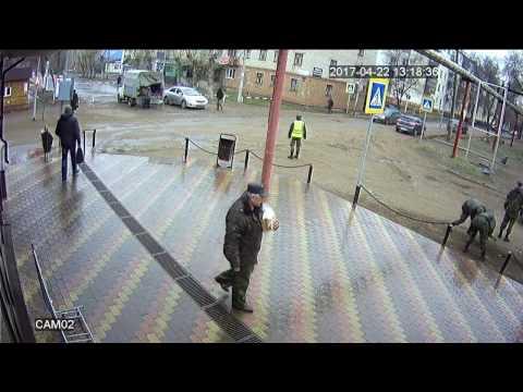 Автомобиль сбивает пешехода в Тоцкое-2
