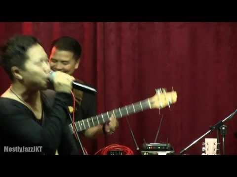 Sandhy Sondoro - Malam Biru @ Mostly Jazz 01/05/13 [HD]