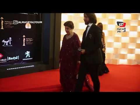 رجاء الجداوي بصحبة هاني البحيري وحنان مطاوع وزوجها على السجادة الحمراء بـ«القاهرة السينمائي»  - نشر قبل 24 ساعة