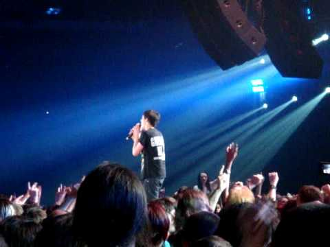 Fan sings Longview on stage with Green Day @ Glasgow SECC 2010 mp3