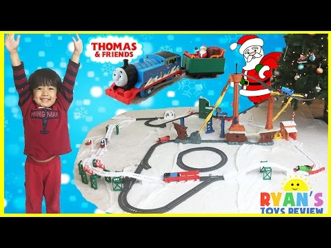 THOMAS AND FRIENDS Holiday Cargo Delivery Set Christmas trains