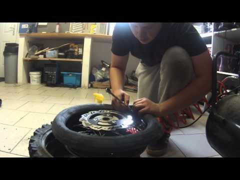 Changer son pneu doovi - Comment changer une chambre a air ...