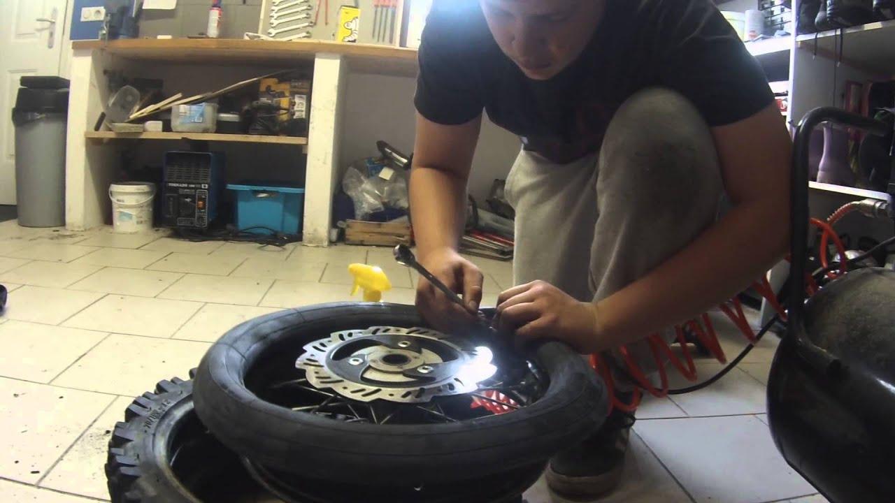 Le commencement d 39 une aventure comment changer son pneu chambre air youtube - Comment changer chambre a air ...