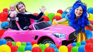 Весёлые игры для девочек – Две Принцессы и Беби Бон в бассейне с шариками! – Новые видео с куклами.