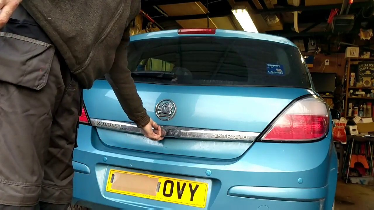 Astra H - Rear hatch won't open, Fixed!