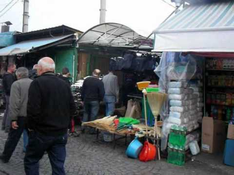 Macedonia: Market Street in Skopje マケドニア:スコピエの商店街