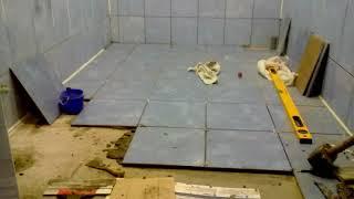 видео Как сделать ванную комнату в деревянном доме своими руками